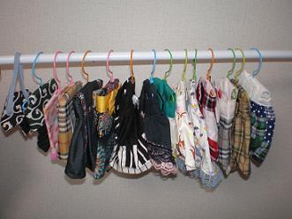 フェレットの服がハンガーにいっぱい♪
